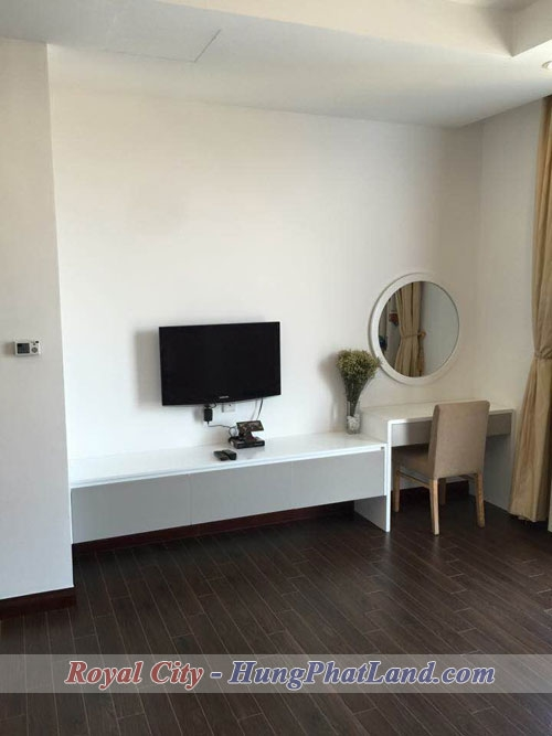 royal-city-r5-131.5m2-du-do-3-ngu---ban-trang-diem