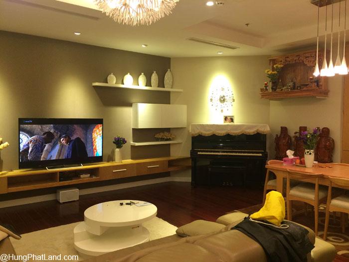 Phòng khách căn hộ Royal City R1 115m2 - nhà đã sửa đẹp