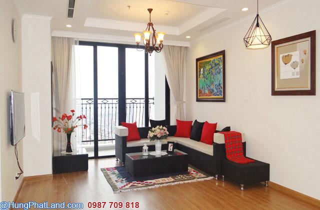 Phòng khách căn hộ Royal City 2 phòng ngủ ĐỦ ĐỒ