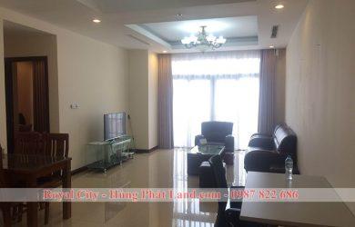 Phòng khách căn hộ Royal City R1 111m2 đủ đồ