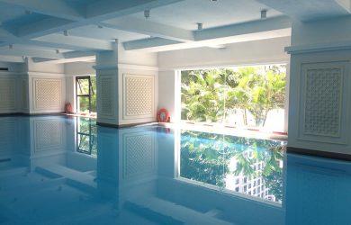 bể bơi tại sảnh toà R1 Royal City
