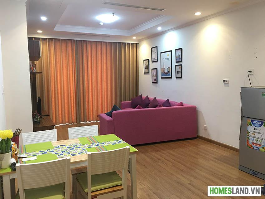 Phòng khách căn hộ Royal City R6 cho thuê đủ đồ