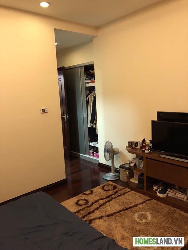 Phòng ngủ căn hộ Royal City đủ đồ 2 phòng ngủ