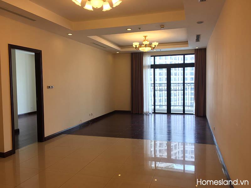 Không gian phòng khách căn hộ Royal City 145m2, 3 ngủ không đồ cho thuê