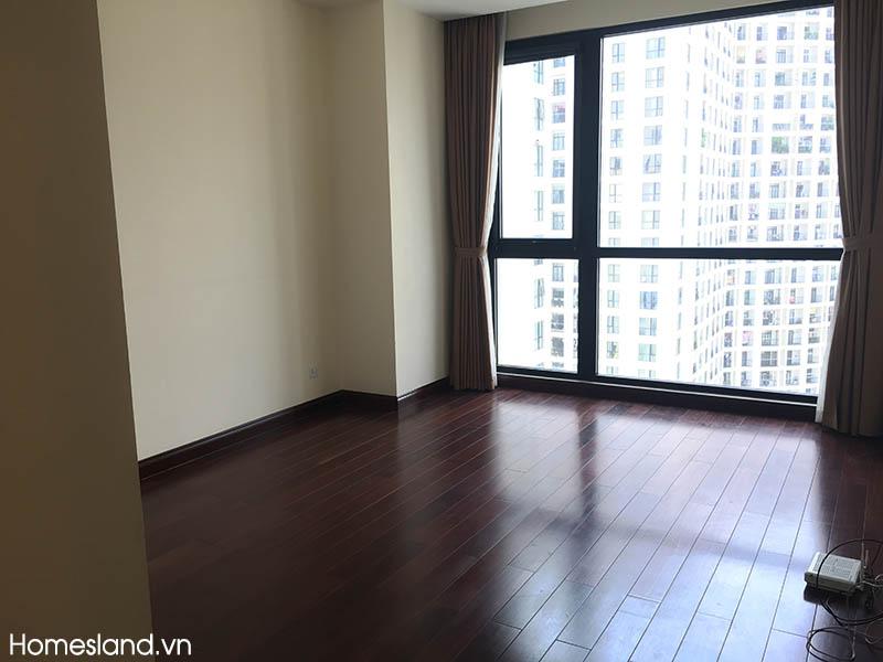 Phòng ngủ lớn - căn hộ chung cư Royal City R2 145m2 không đồ cho thuê