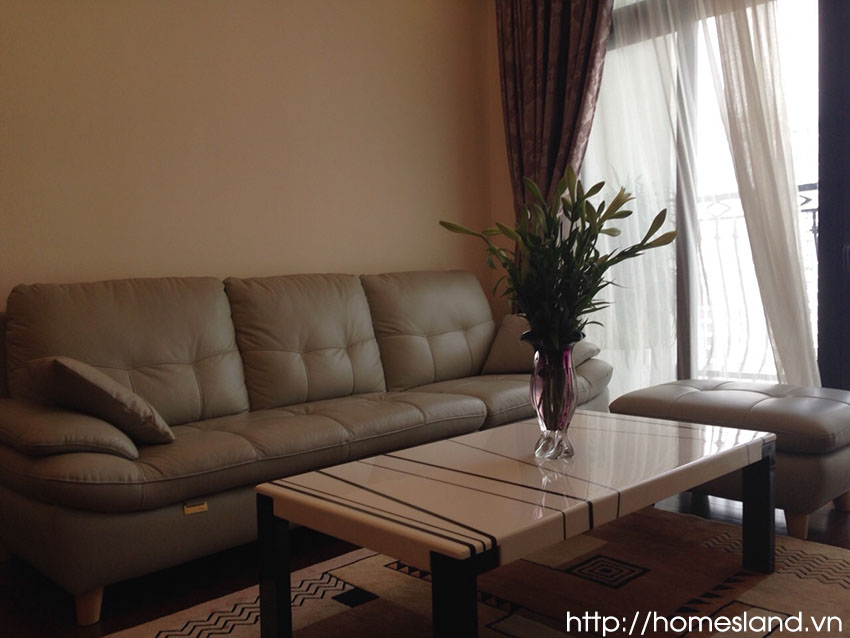Sofa phòng khách căn hộ Royal City đủ đồ