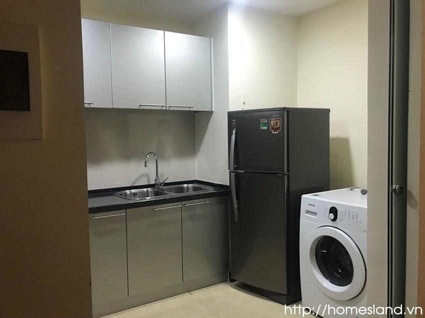 Tủ bếp + bếp, trang thiết bị khác của căn hộ Royal City đủ đồ 90m2 R1B