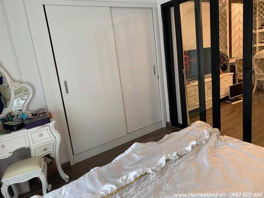 Tủ quần áo tại phòng ngủ Royal City R6 1 ngủ 55m2