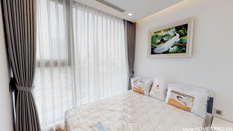 Phòng ngủ lớn căn hộ Vinhomes Metropolis 2 ngủ toà M2 cho thuê giá rẻ.