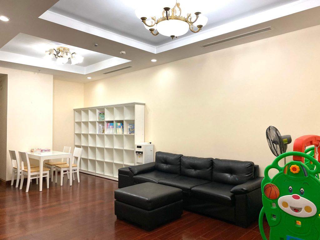 Không gian phòng khách của căn hộ R1
