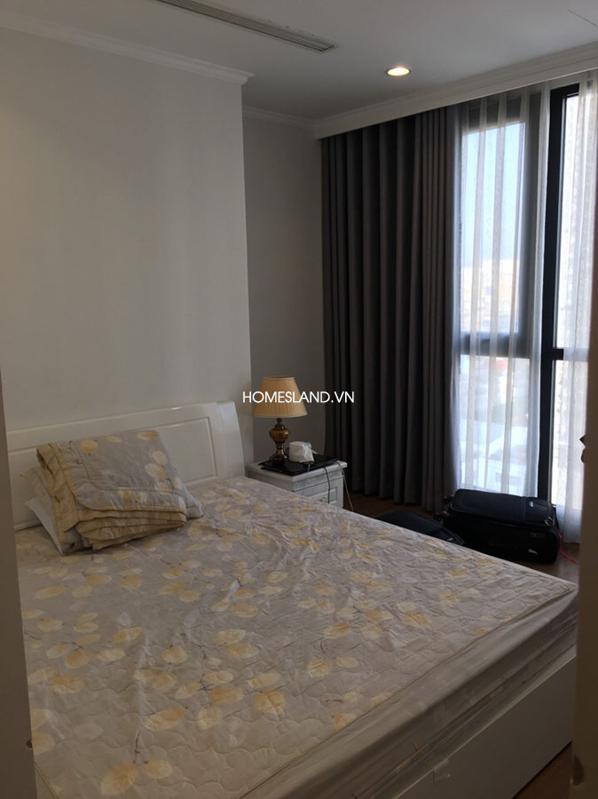 Phòng ngủ lớn của căn 70m2 R6 Royal City