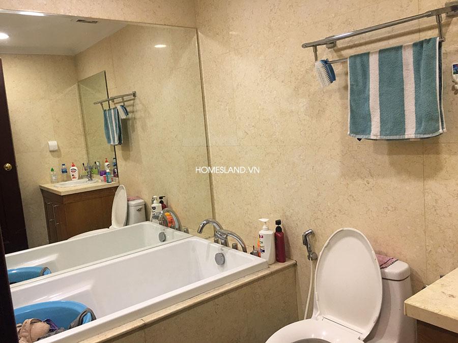 Nhà vệ sinh & Bồn tắm nằm tại phòng ngủ lớn