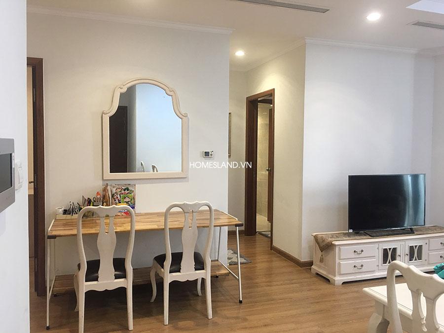 Giương & bàn ở phòng khách (căn hộ 3 ngủ Royal City R6)