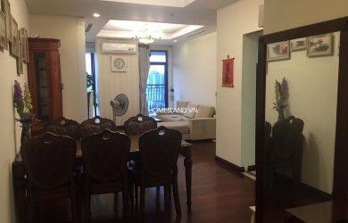 Không gian phòng khách căn hộ Royal City R1 2 ngủ