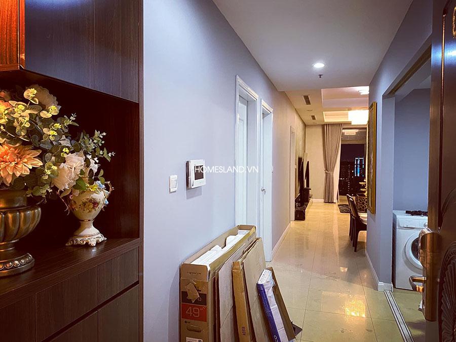 Cửa ra vào căn hộ 106m2 Royal City R4