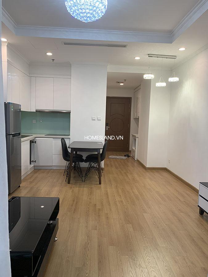 Không gian phòng khách và khu bếp căn hộ