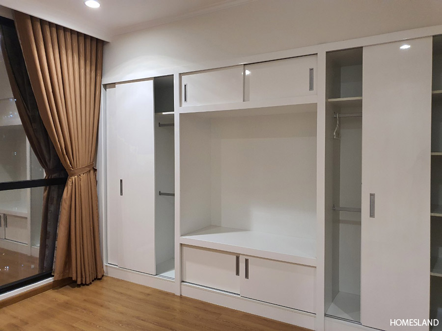 Hệ thống tủ âm tường của phòng ngủ master