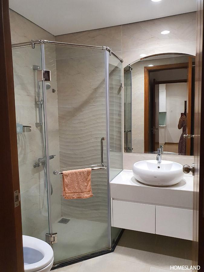Bồn tắm và nhà vệ sinh