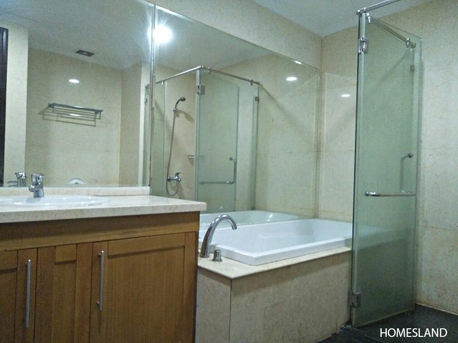 Bồn tắm trong phòng ngủ Master