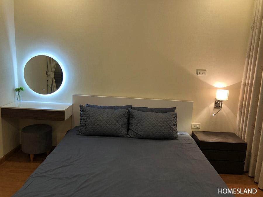 Ảnh Giường phòng ngủ – Căn hộ Royal City R6, 1 ngủ, 55m2 đủ đồ