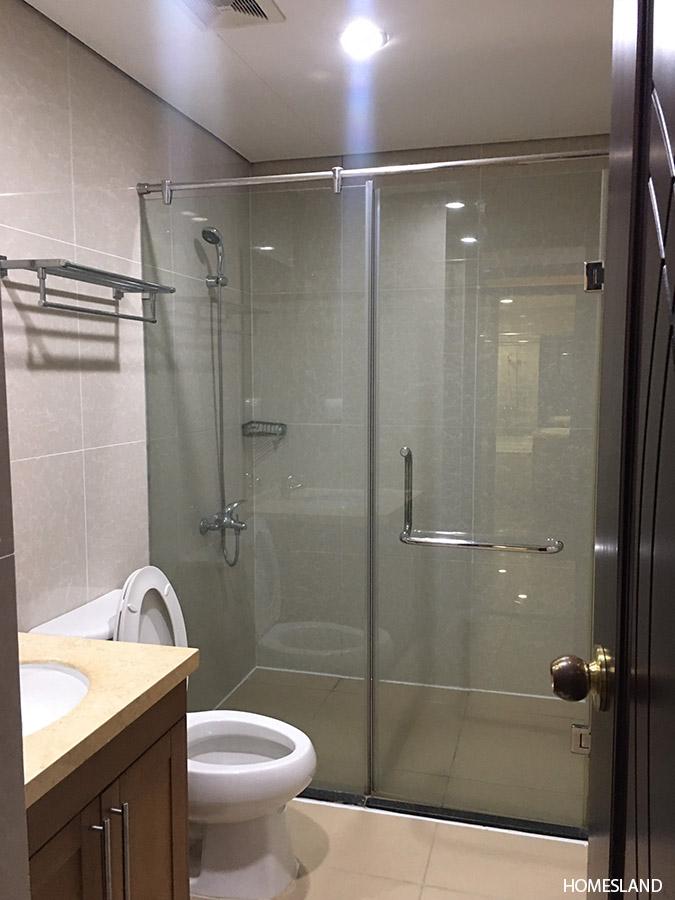 Bồn tắm đứng của căn góc 3 ngủ R5