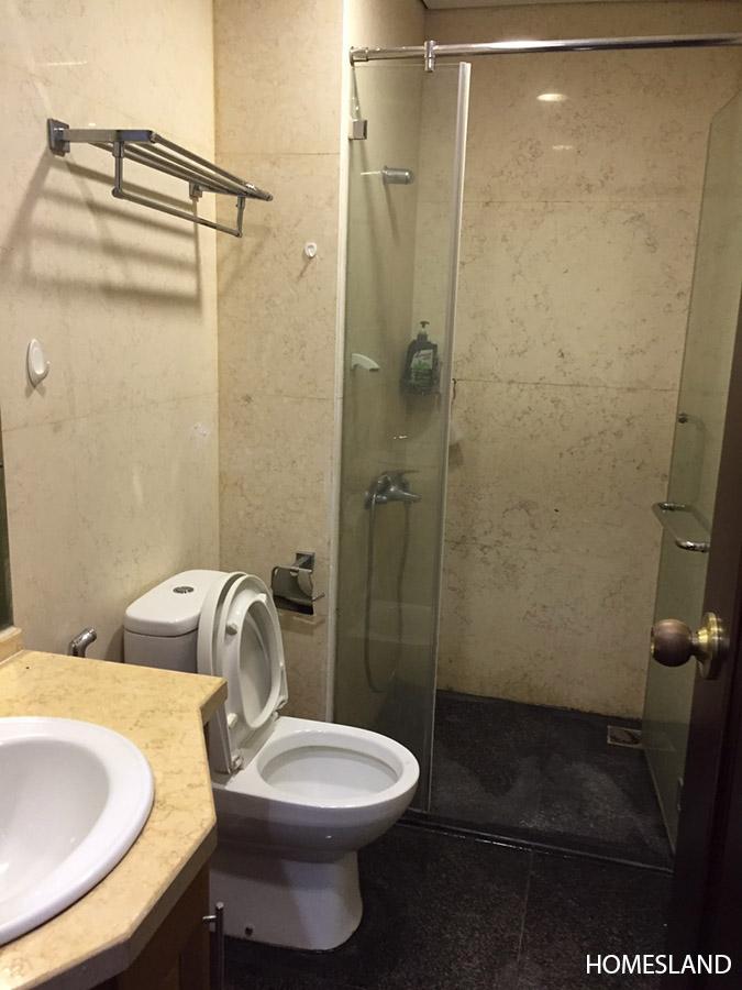 Phòng tắm đứng - căn hộ 2 ngủ toà R2