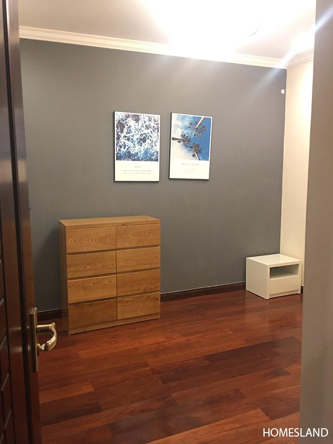 Phòng ngủ nhỏ trong căn hộ 2 ngủ toà R1